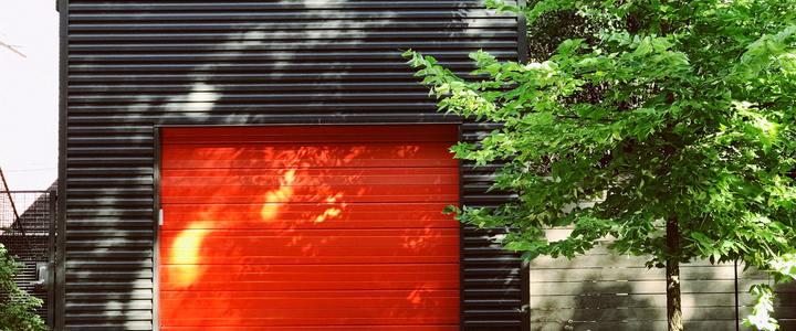 секционните гаражни врати
